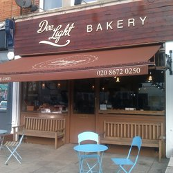 Dee Light bakery is recruiting